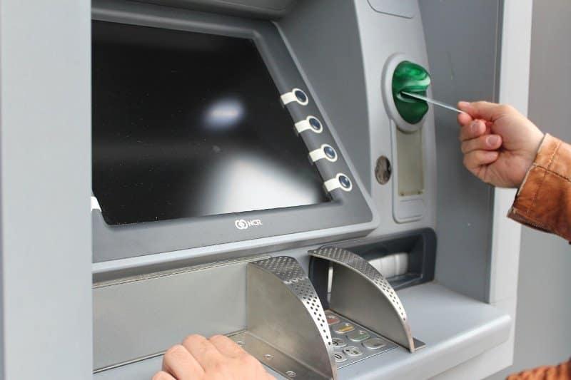 डेबिट कार्ड के फायदे और नुकसान