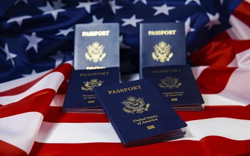 US Green Card क्या है इसके फायदे और नुकसान